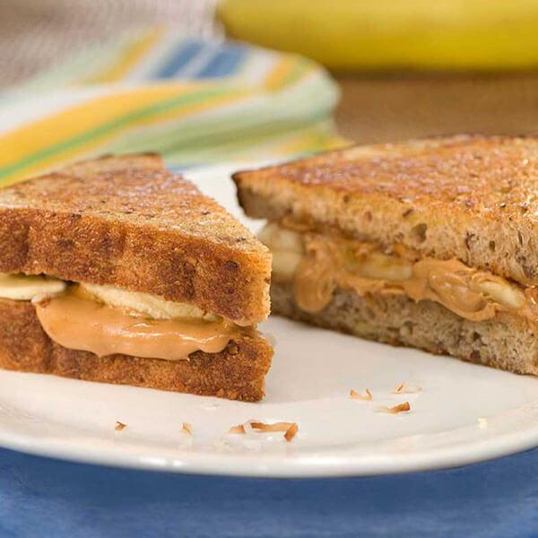 Cinnamon-Banana Peanut Butter Paninis / Jordnötssmörspaninis med kanel och banan