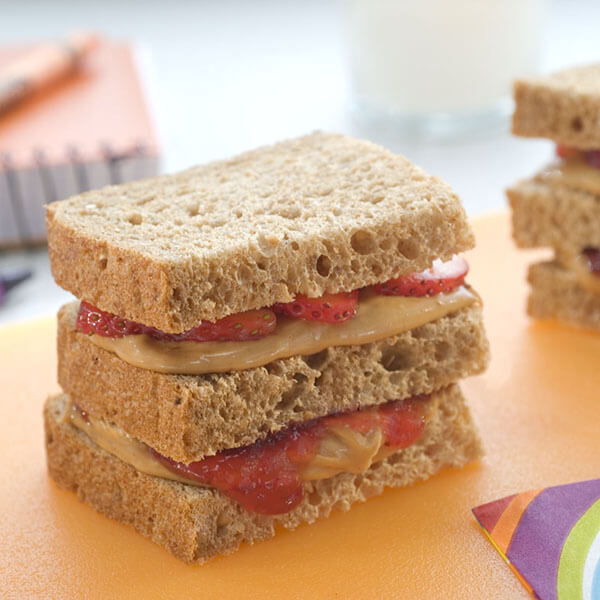 Double Strawberry Peanut Butter Club / Dubbel club sandwich med jordgubbar och jordnötssmör