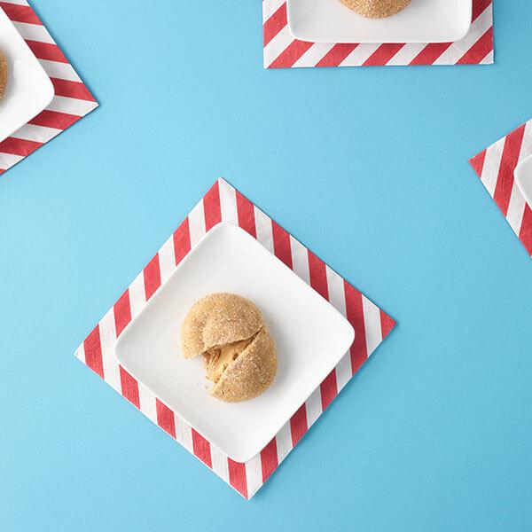 SKIPPY<sup>®</sup> Peanut Butter Stuffed Peanut Butter Cookies / Jordnötsmörskakor fyllda med Jordnötssmör