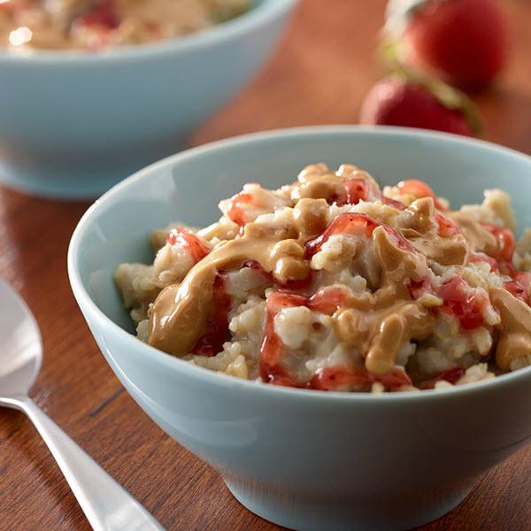 Peanut Butter and Jelly Porridge / Havregrynsgröt med Jordnötssmör och Gelé