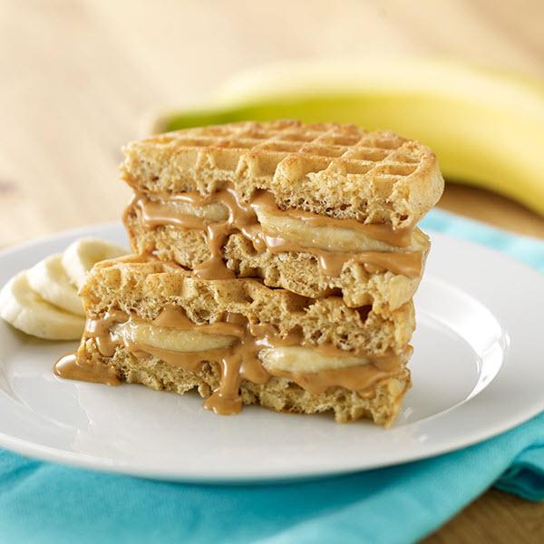 Peanut Butter Waffle-wiches / Jordnötssmörsvåfflor